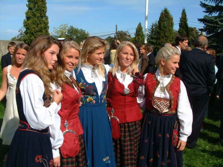 norske jenter i bunad