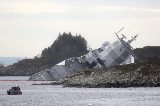 Fregatt og tankskip kolliderte.