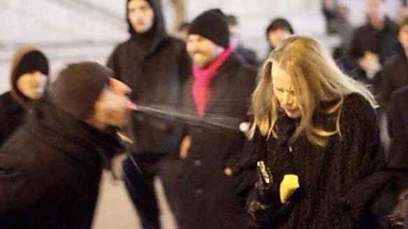 Innvandrer spytter på kvinne